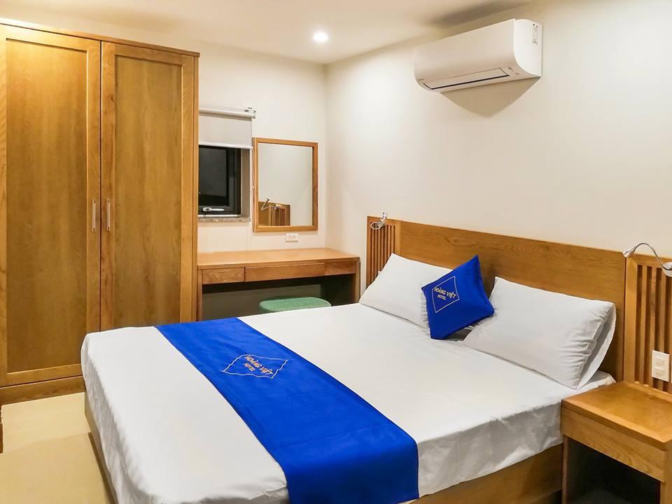 Tại sao đa số khách sạn có 4 gối cho giường 2 người?